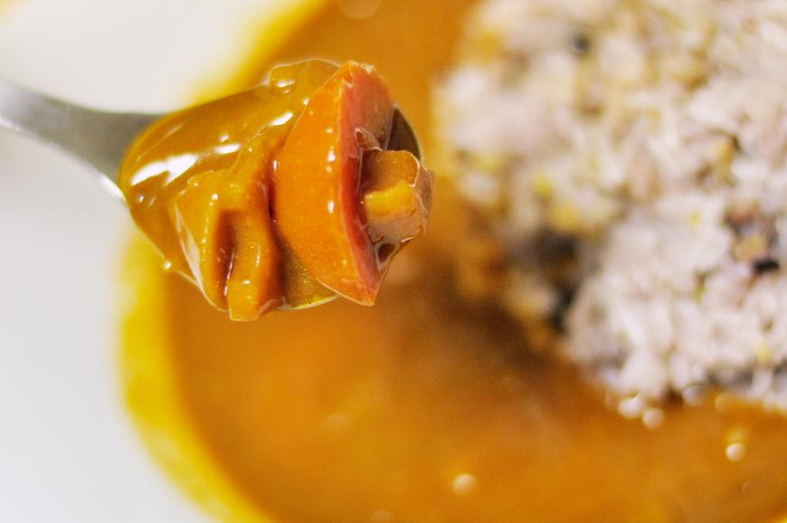 美味しい国産の野菜が入った特別なレトルトカレー