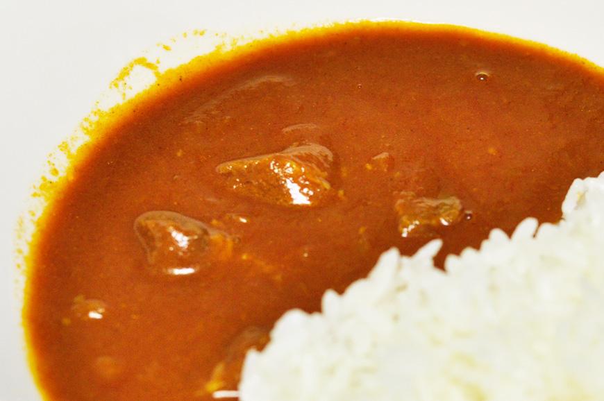 ゴロッと牛肉が美味しい。トマトのレトルトカレー