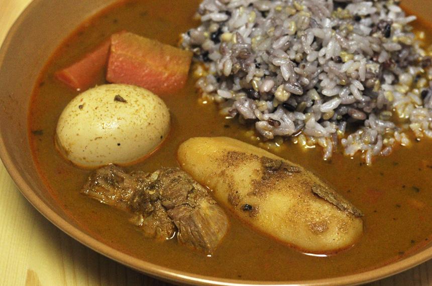 北海道産チキンの濃厚スープカレー  具の大きさは日本一!