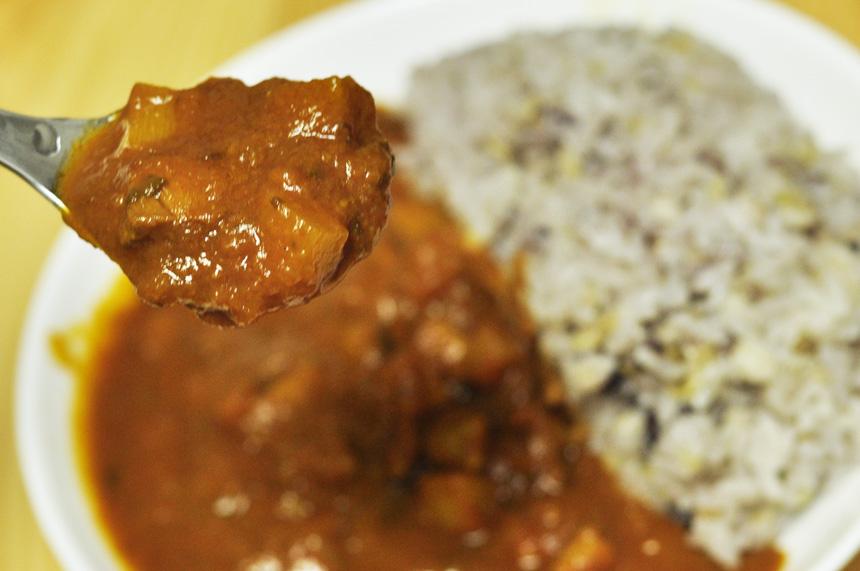 鶏肉とたけのこ わりと具沢山のレトルトカレー