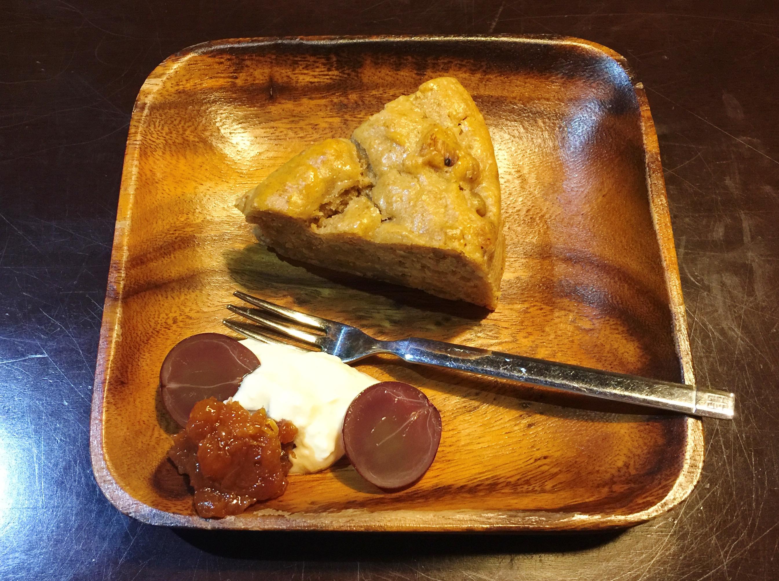 本日のケーキ500円:イチジクとバナナのケーキ