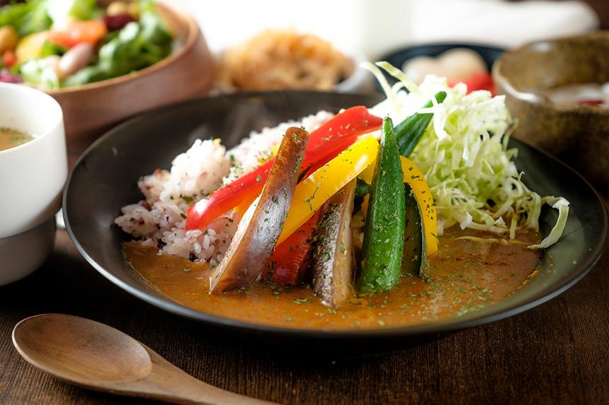 十六穀米を使った野菜カレー 833円(税抜) 酒蔵 ゴエモン