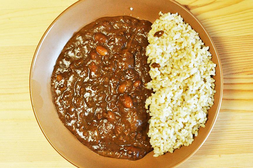 ネバネバ感の少ない納豆カレー。