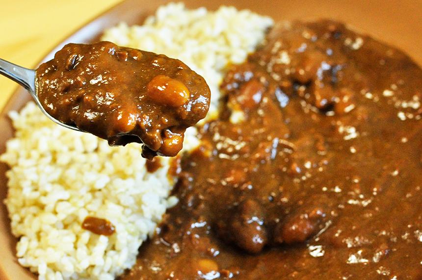 納豆と大豆が入った納豆カレー。