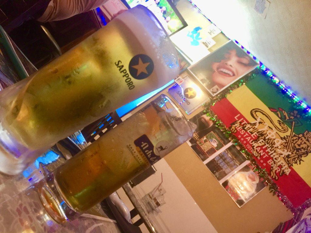 リトルエチオピアの店内とビール