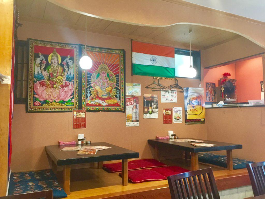 座敷テーブルがあるインドカレー屋さん