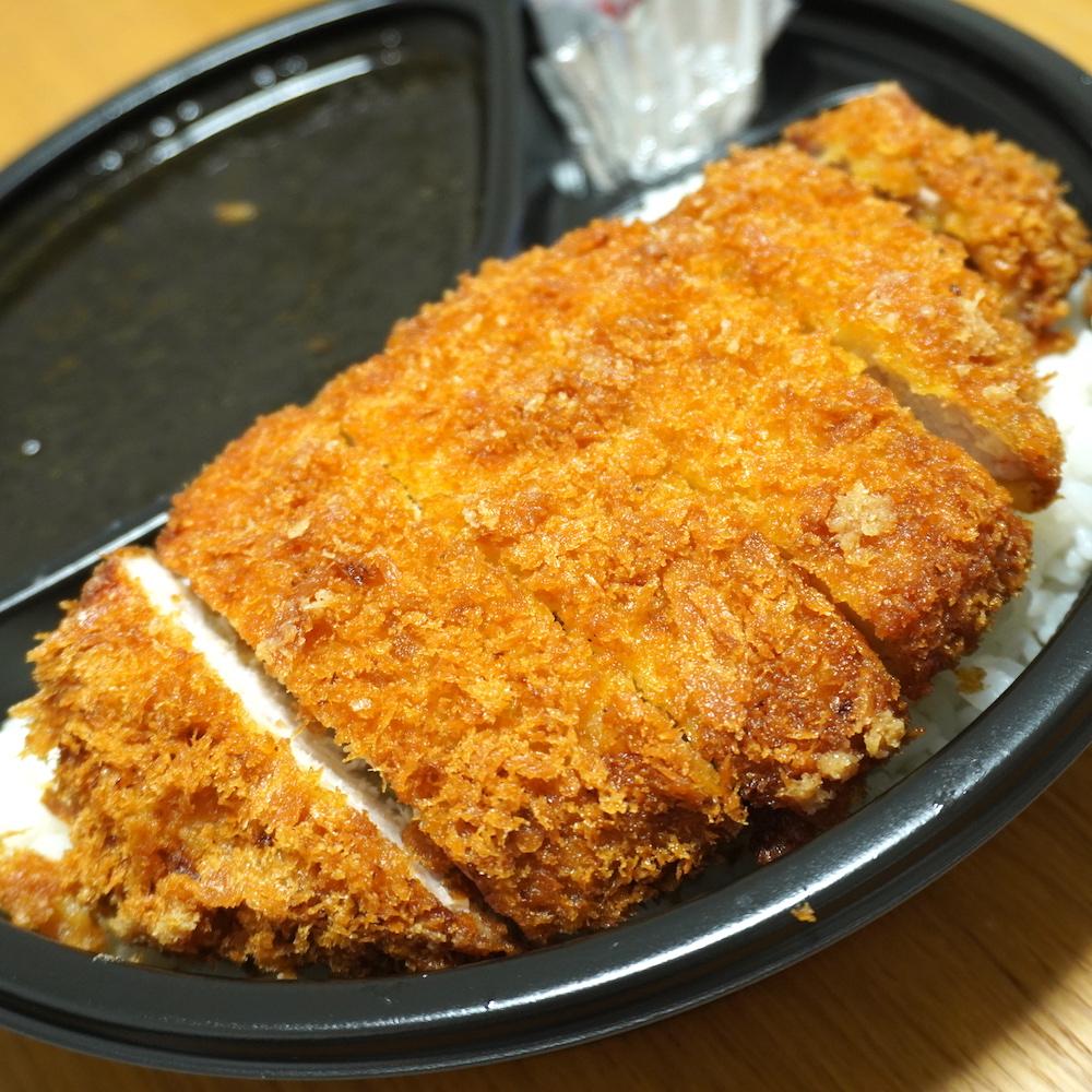 サクサクで肉の旨味がしっかり味わえるトンカツトッピング