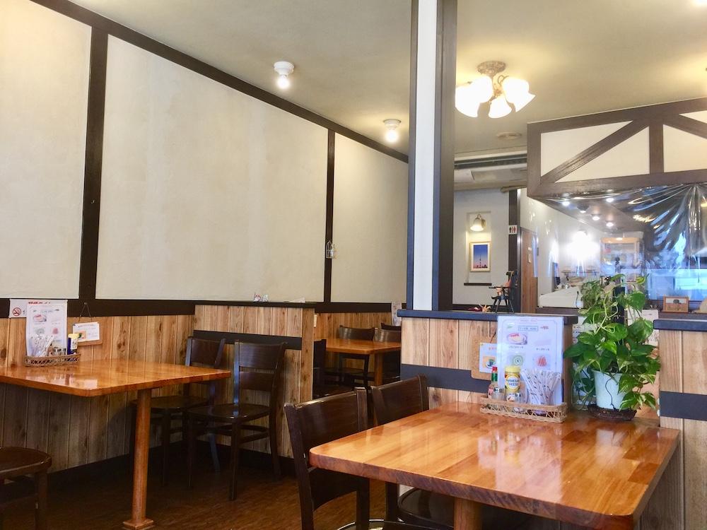 四つ木 喫茶店 チロル 店内