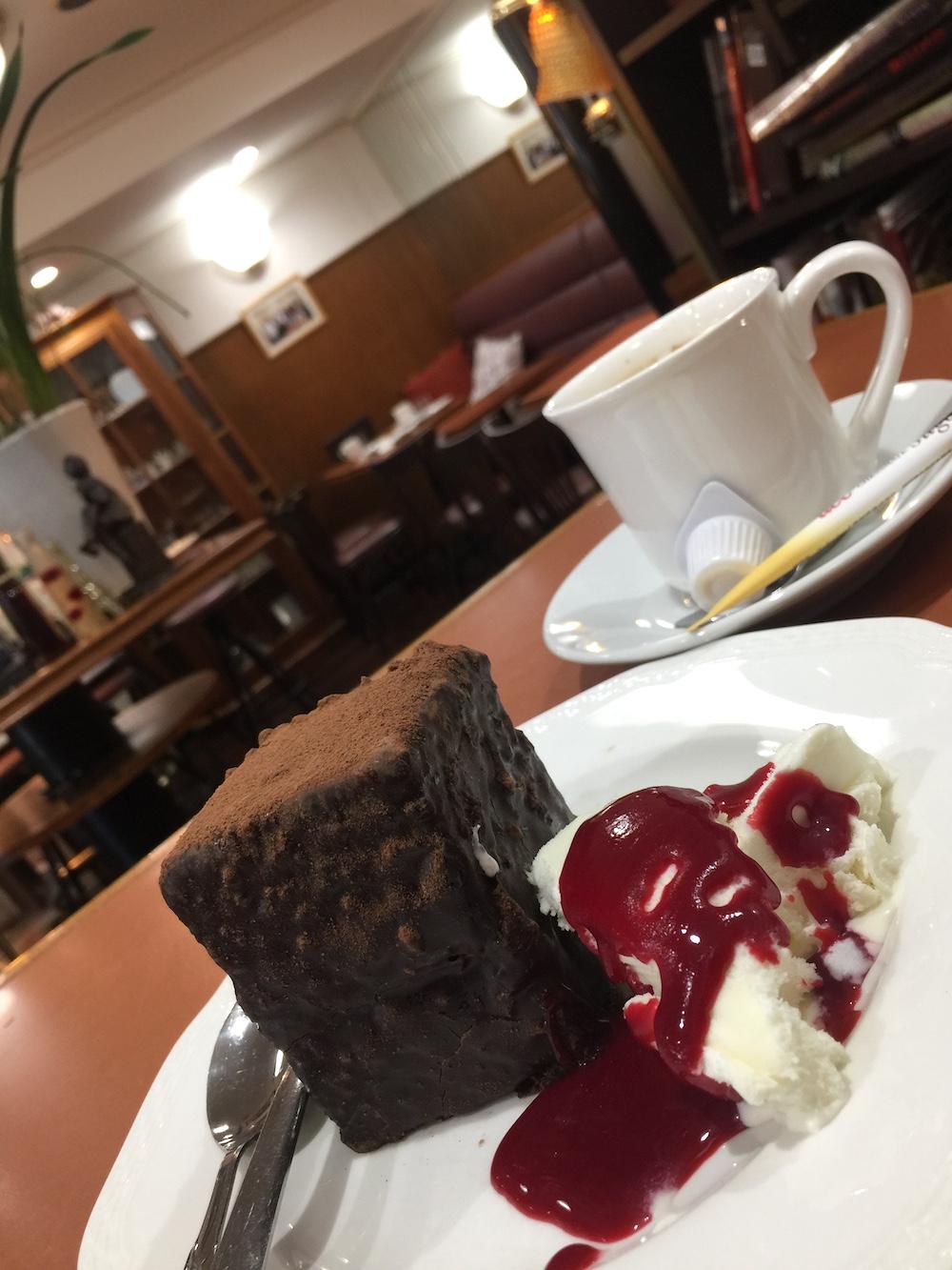 サロンド・カフェ・コトブキ ケーキと店内
